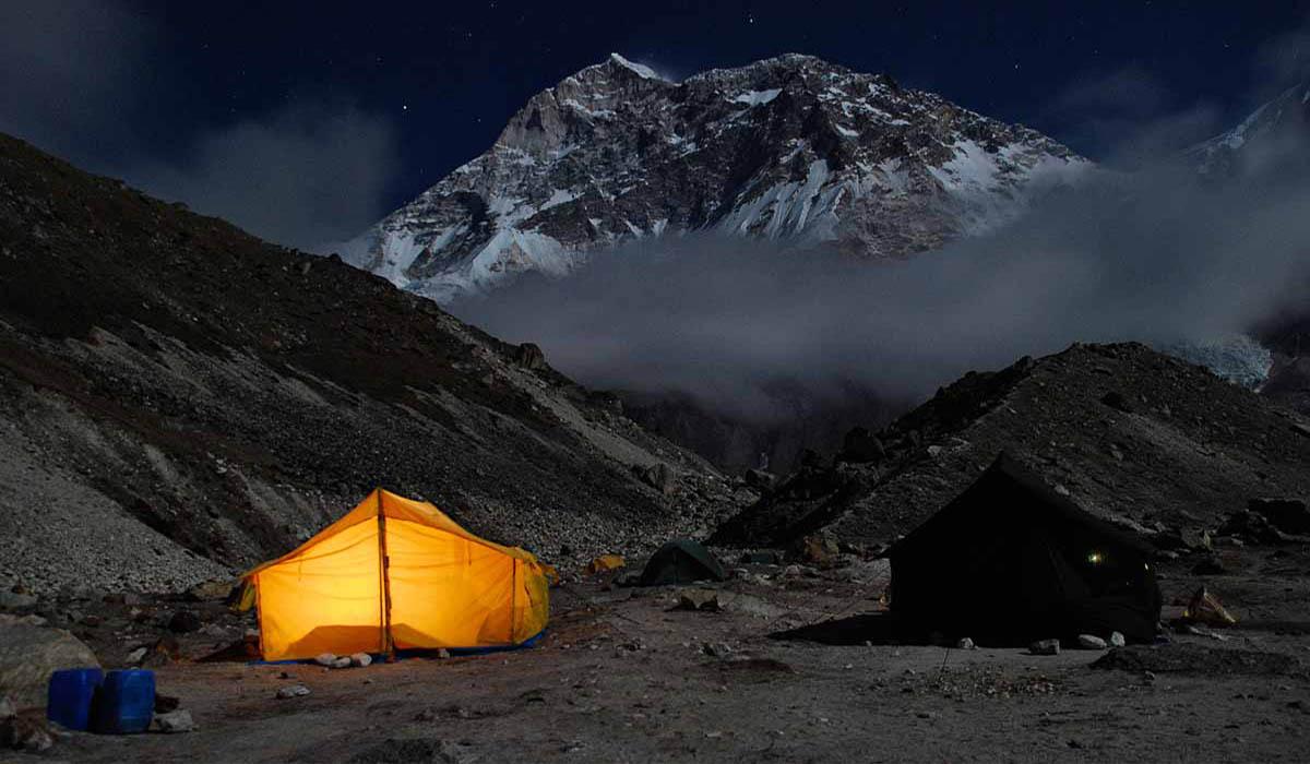 Base Camp sous la pleine lune - Photo François Marsigny