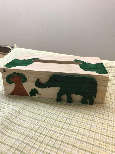 ティッシュボックス 兄弟での共同作品 グリーンの象をバランスよくデザインした素敵な作品☆