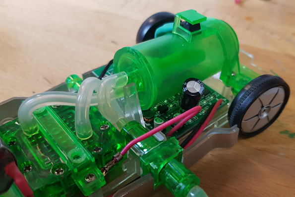 Der Wasserstoffblase im Auto wird beim Auffüllen größer