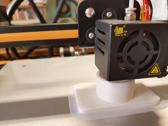 3D Drucker druckt Staubsaugeranschluss in 3 Std. und 28 Min