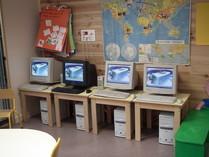 Les 4 ordinateurs mis dans la classe de maternelle