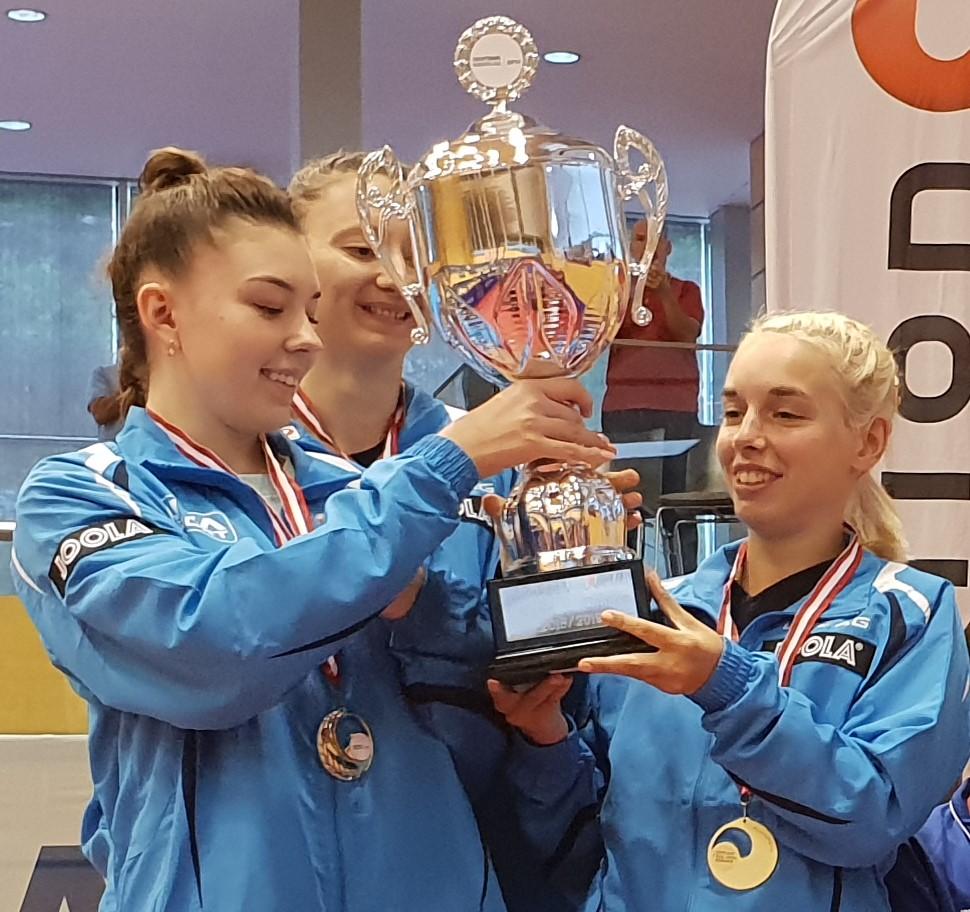 Maria Tailakova holt bei ihrem ersten Einsatz für LINZ AG Froschberg mit Sofia Polkanova und Linda Bergström den Cup Sieg