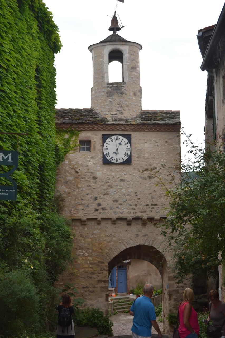 CORDES SUR CIEL Une des tours de la vieille ville