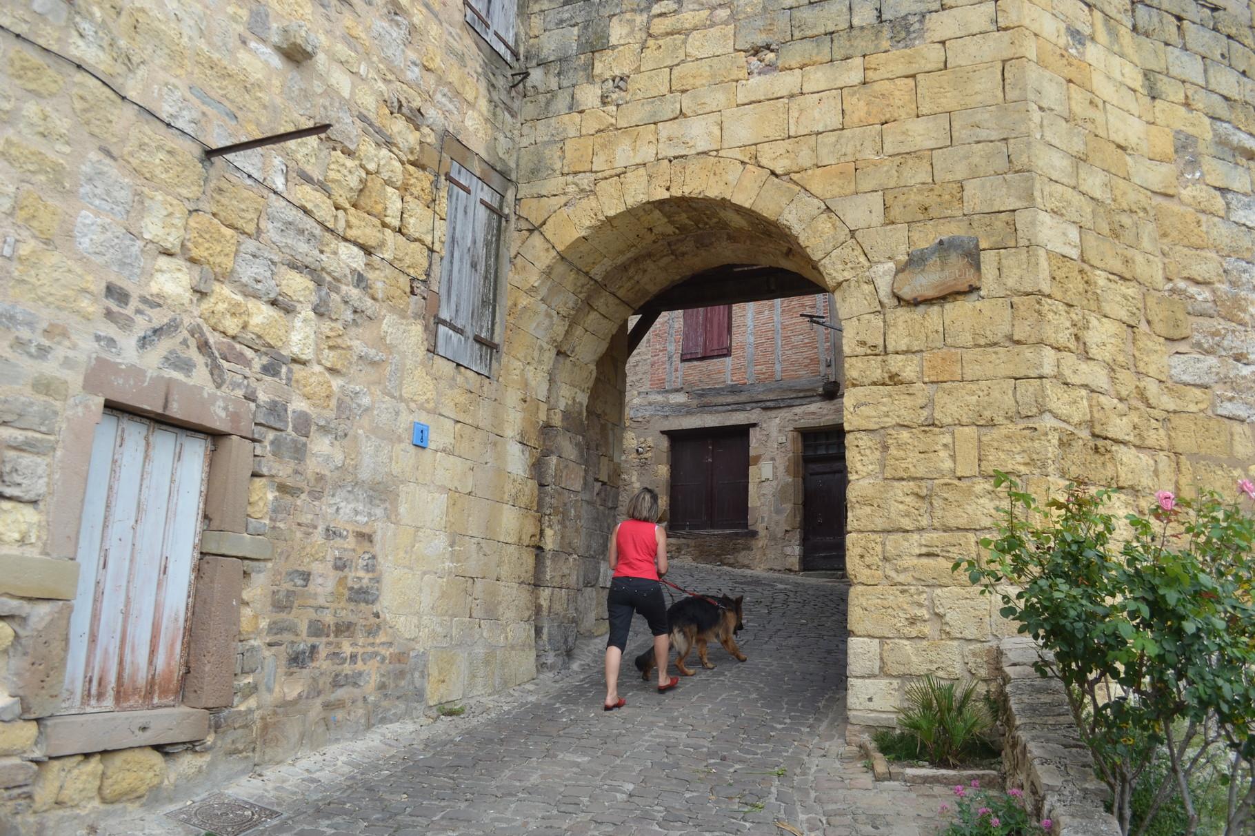 CORDES SUR CIEL L'une des portes d'entrée dans la vieille ville