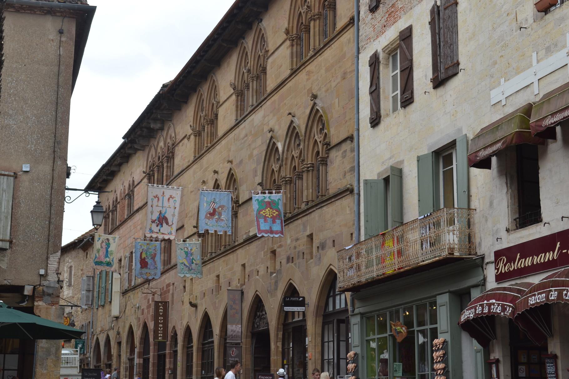 CORDES SUR CIEL Les façades de demeures médiévales