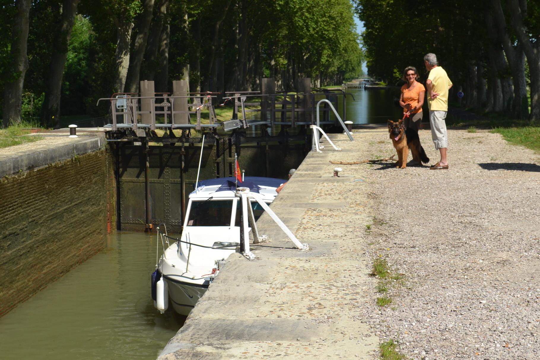 MONTECH Le canal et ses écluses