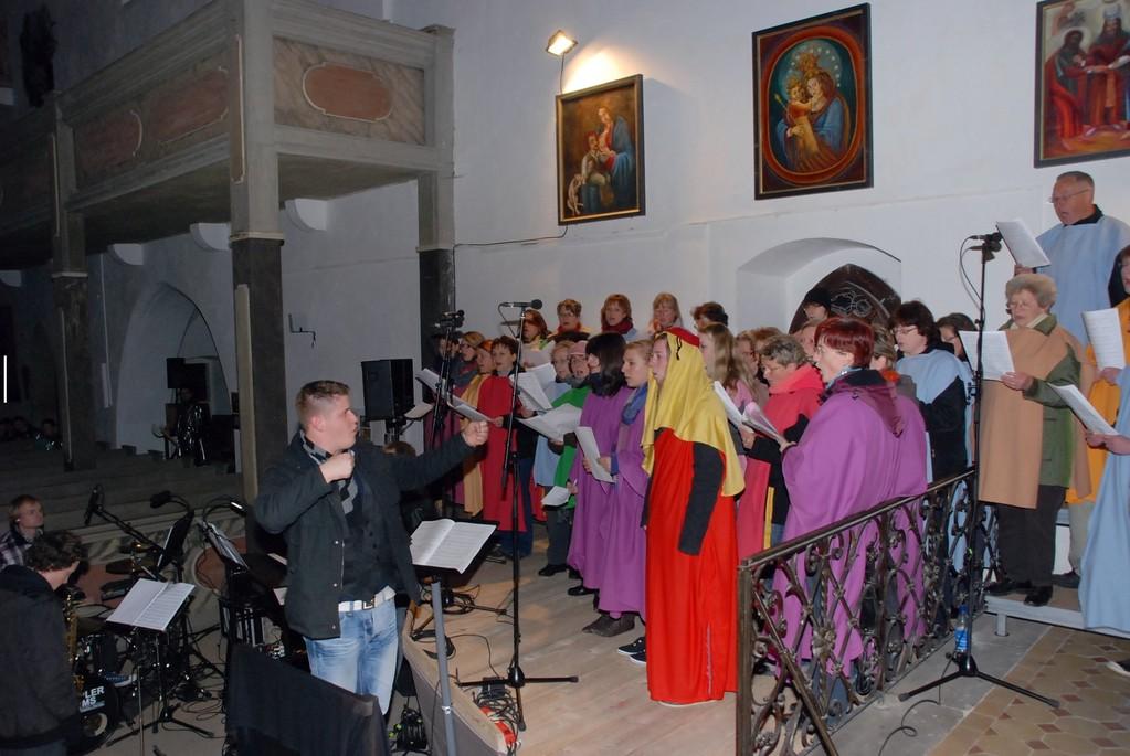Dirigent und Chor (Generalprobe)