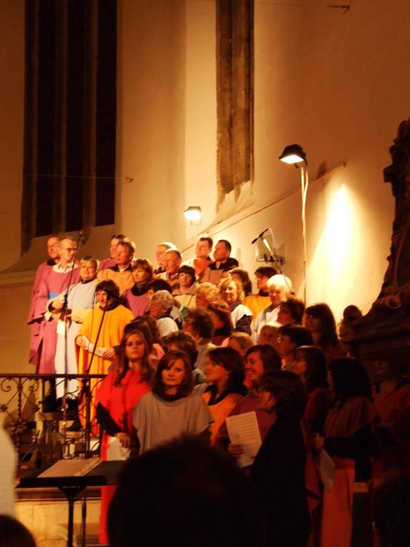 Gesamtchor beim Passionsspiel 2009