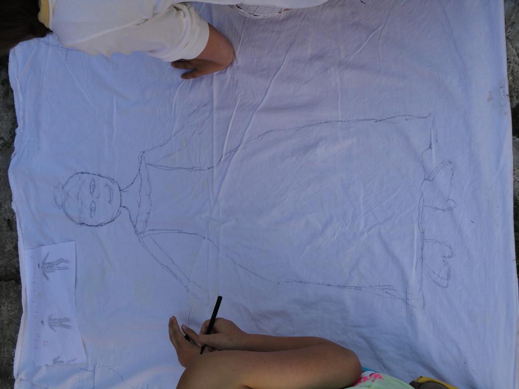 MAssenhochzeit - Brautpaar für Brautpaar wird gezeichnet