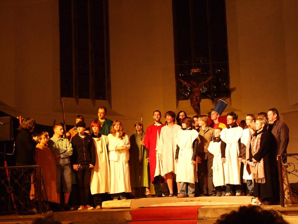 Solisten vom Jugendchor beim Passionsspiel 2009