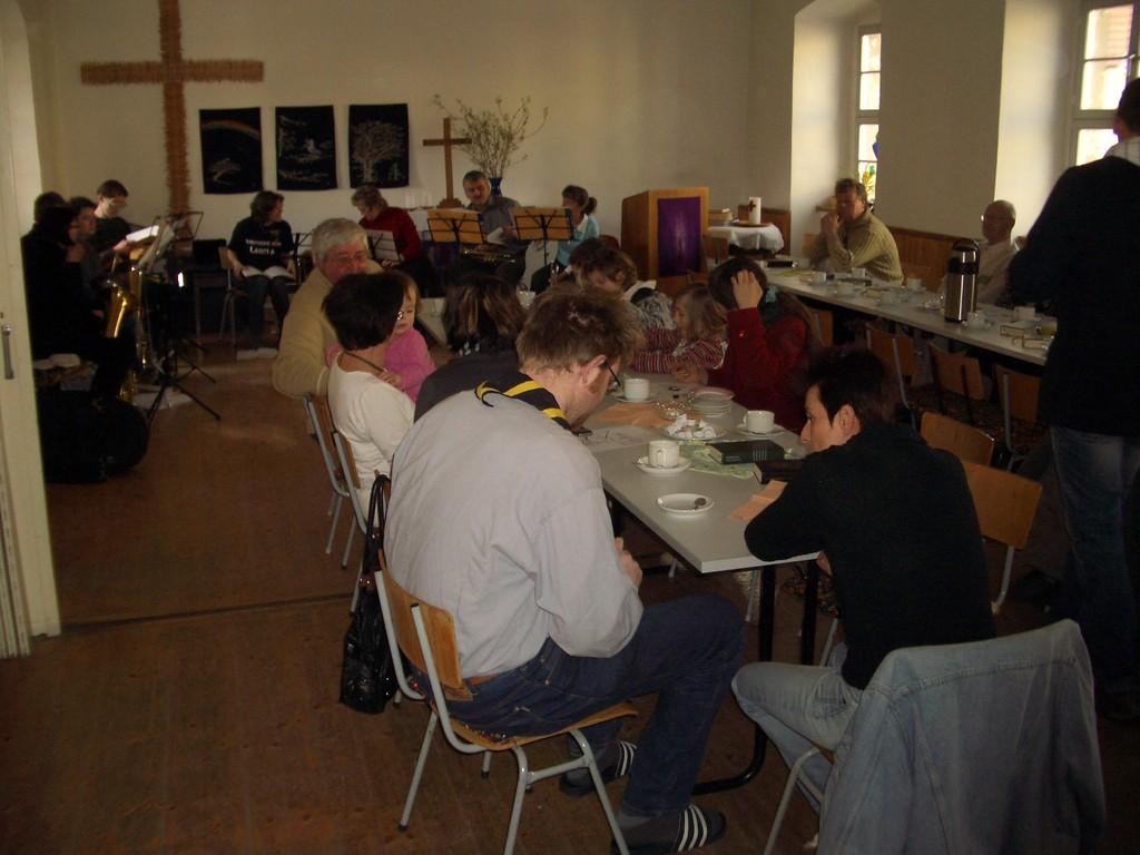 .... Die Krautgassenbewohner feiern ihren ersten Gottesdienst