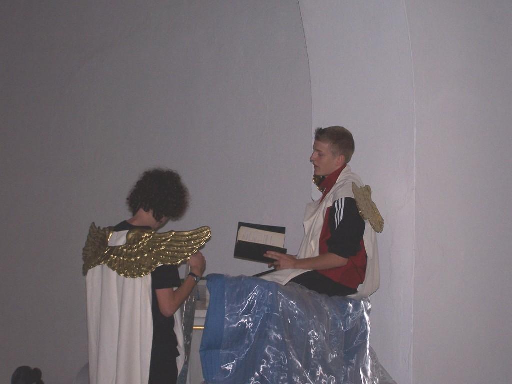 Theaterstück zum Gemeindefest am 11.7. in Kirchscheidungen über einen Engel mti dem Auftrag, im Leben der Ordentlichs Chaos zu stiften
