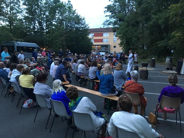 La foule était au rendez-vous pour spectacle de la Cie Bleu Nuage