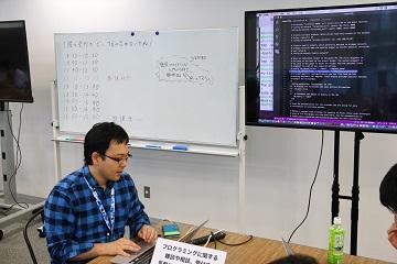 N高校代々木キャンパスで教える吉村先生 (c)N高等学校