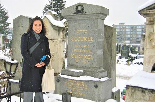 冬のウィーン、1920年代の教育改革の指導者の墓地をたずねた時の様子。こうして足を使って実際に現地へ赴き、研究対象に迫ることが大事だと考えている。