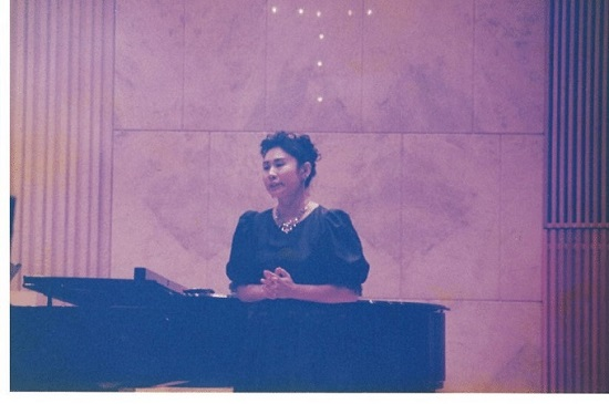 大学院を修了した頃(=ずっと昔)の演奏会です。  イタリアのヴェルディという作曲家のオペラアリアをうたっています。東京・ルーテル市ヶ谷ホールで。