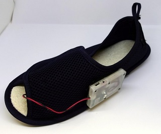 足底錯触覚デバイスをスリッパに組み込んだ例