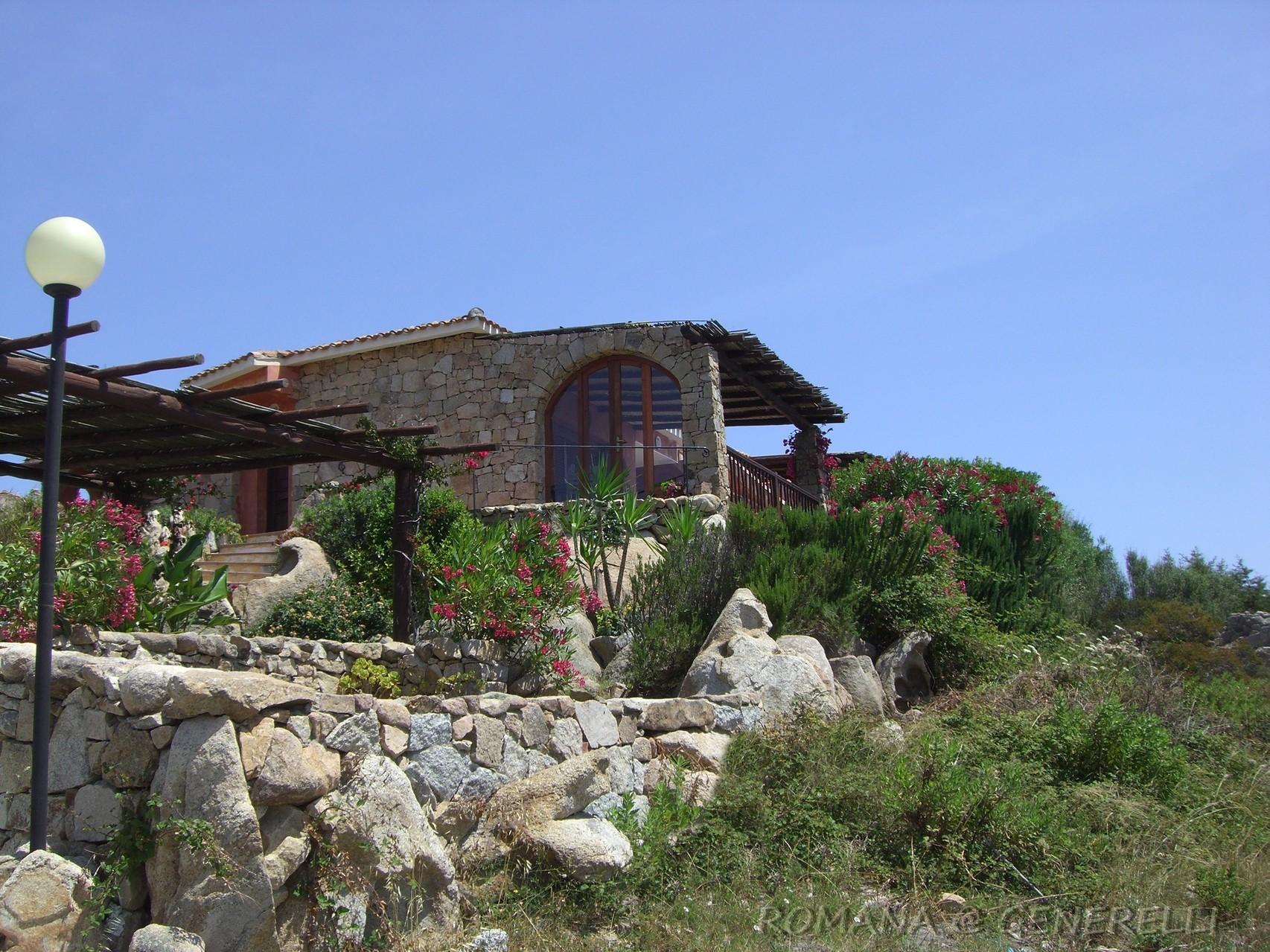 Casa nascosta nella vegetazione