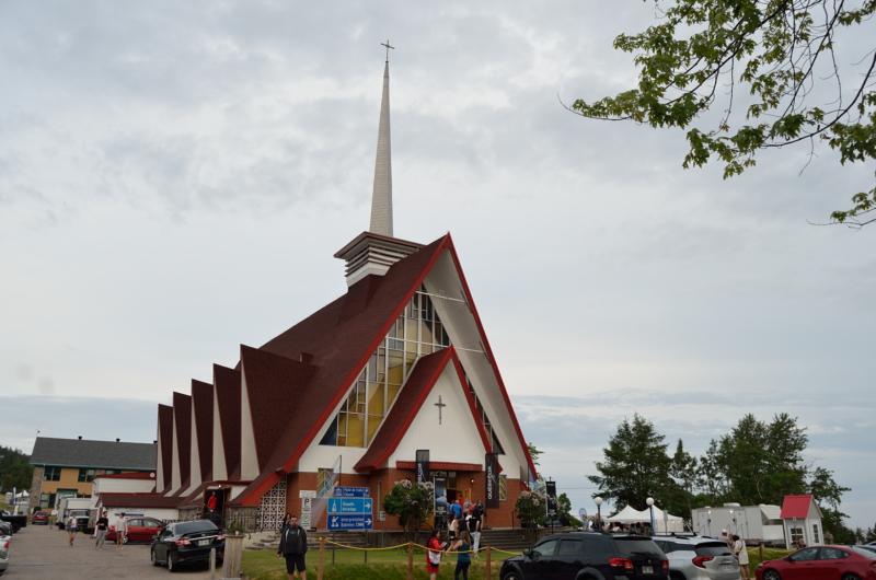 L'église de Tadoussac, concerts assis au rez-de-chaussée, concerts debout au sous-sol