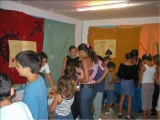 Jeux du soir et sketchs préparés par les enfants et les moniteurs  dans la grande salle