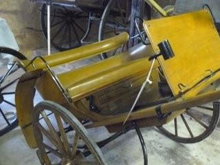 Road Car , très élégant, attelé à un poney