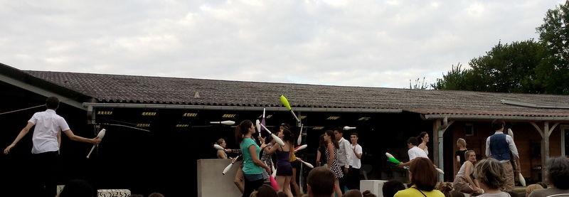 Les jongleurs à présent