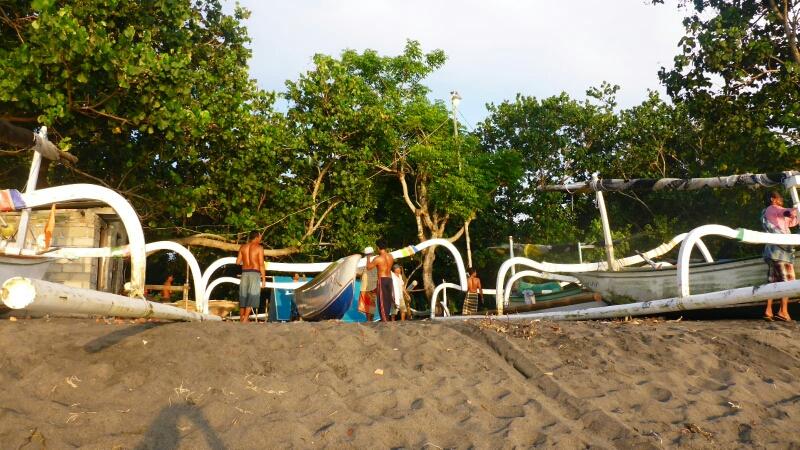 Traditionelle Auslegerboote der Fischer in dieser Gegend