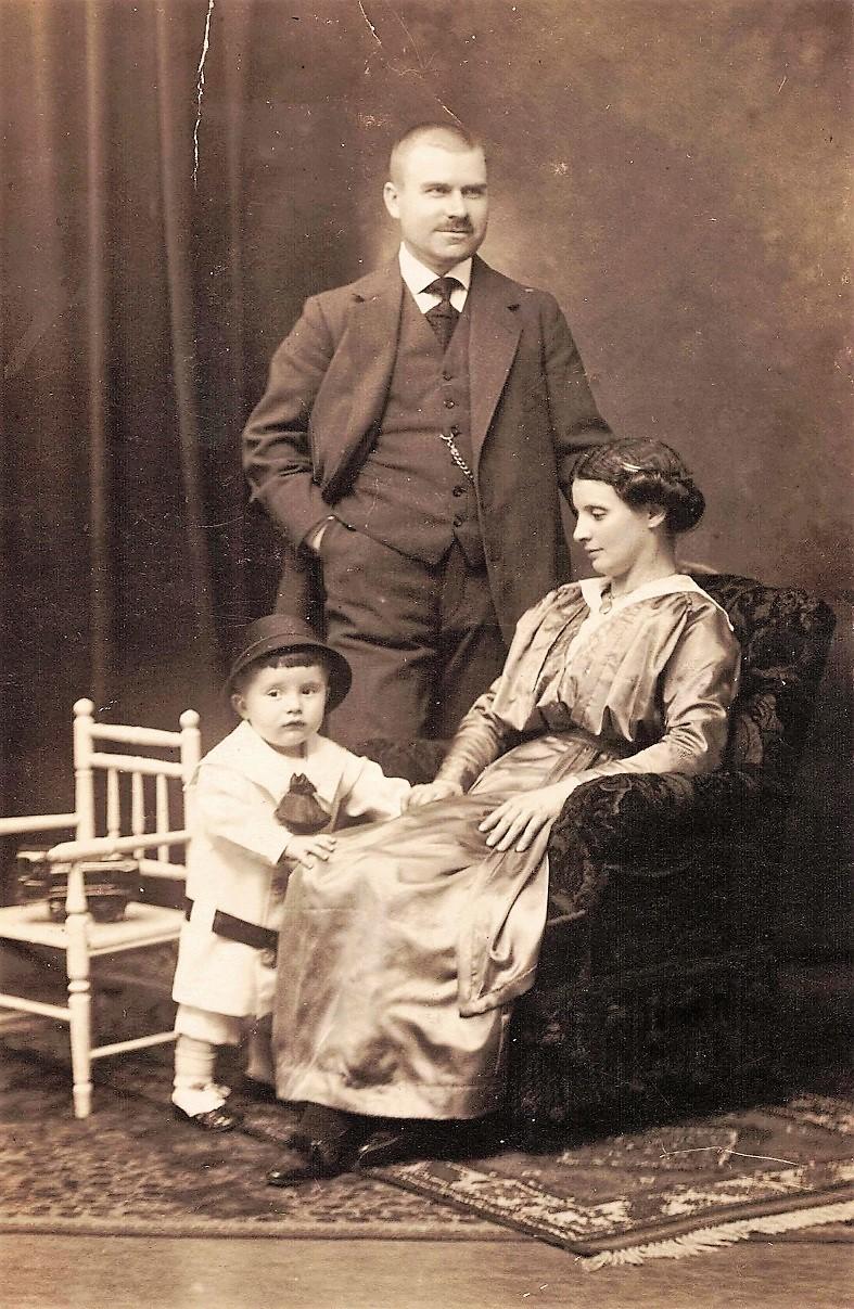 Die Eltern Karl und Juliana Brennicke mit Sohn Karlheinz