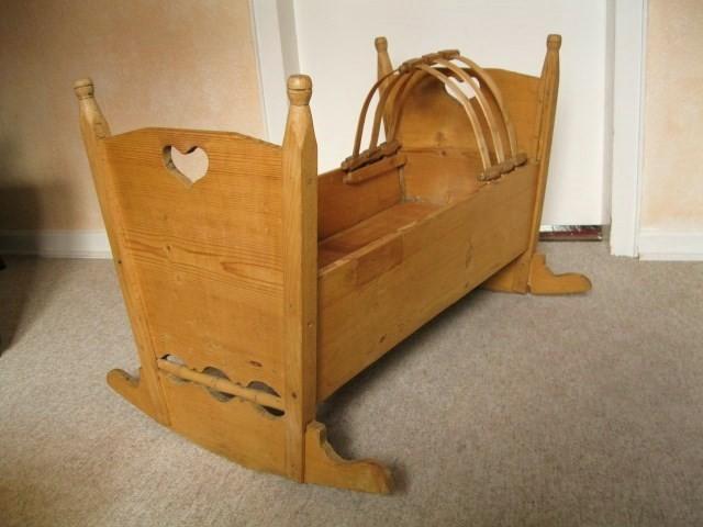 baby wiege weichholz jahrhundertwende sch ne antike m bel und uhren in essen antik. Black Bedroom Furniture Sets. Home Design Ideas