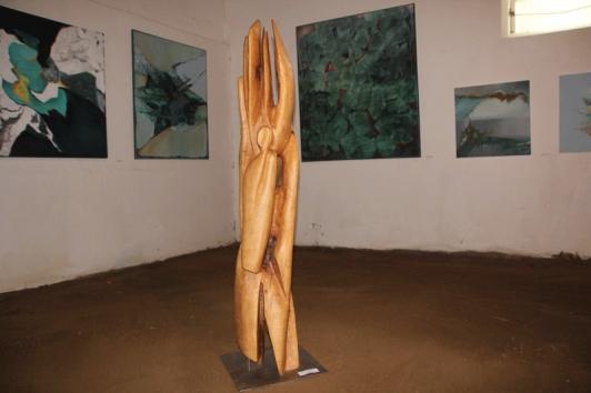 Eine von vielen Holzskulpturen von Karsten Klemm
