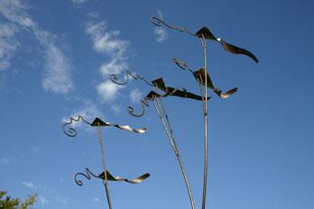 Windspiel vor der Grundschule (Foto: © Frank Ambrosius)
