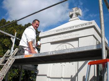 Renovierung des Ehrenmals auf dem alten Friedhof 2009