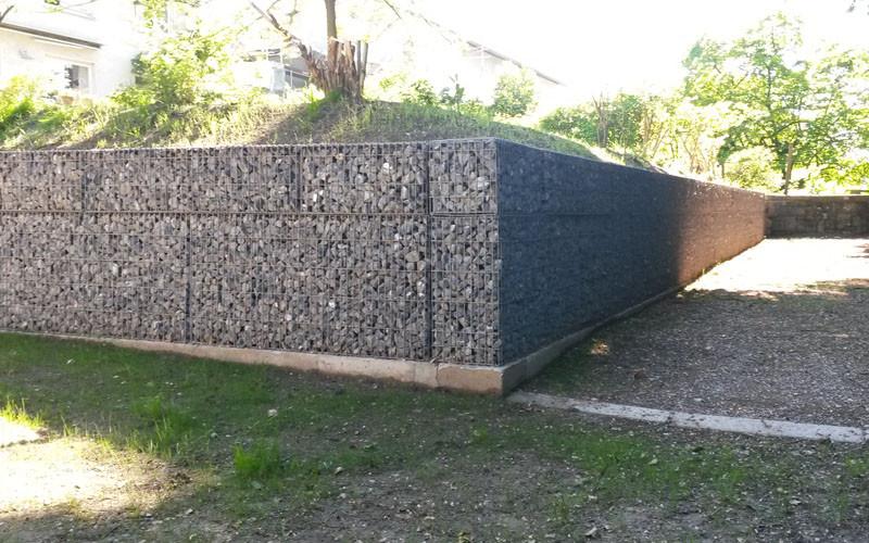Baggerarbeiten mit Steinkörben