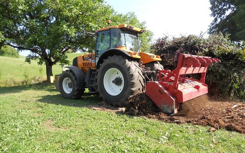 Traktor mit Forstmulcher