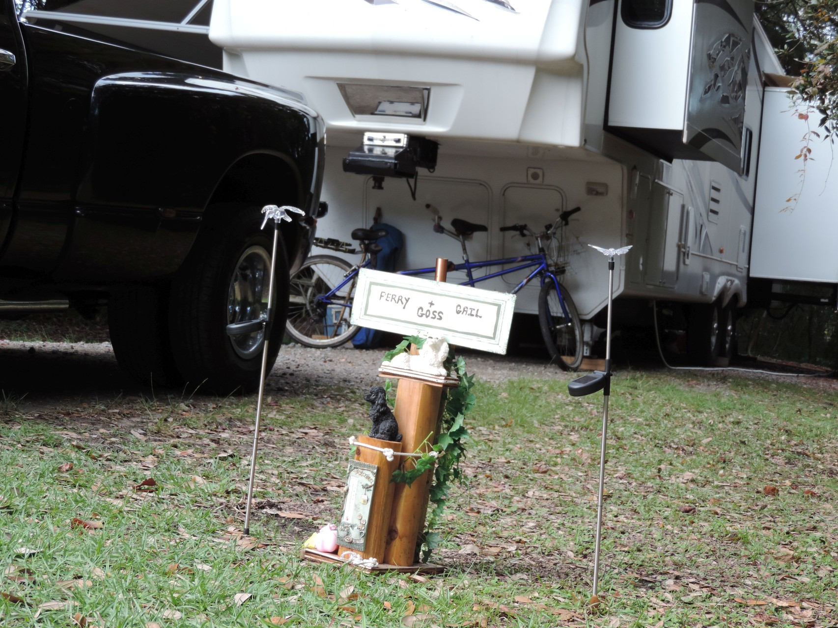 Dackel Gedenkstätte auf einem Campingplatz
