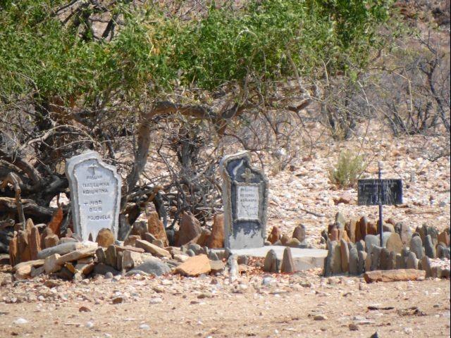 Himba Gräber