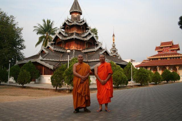 Mönche vor Wat