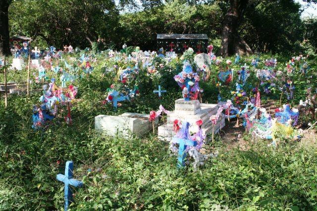 Farbenpracht auf einem Friedhof