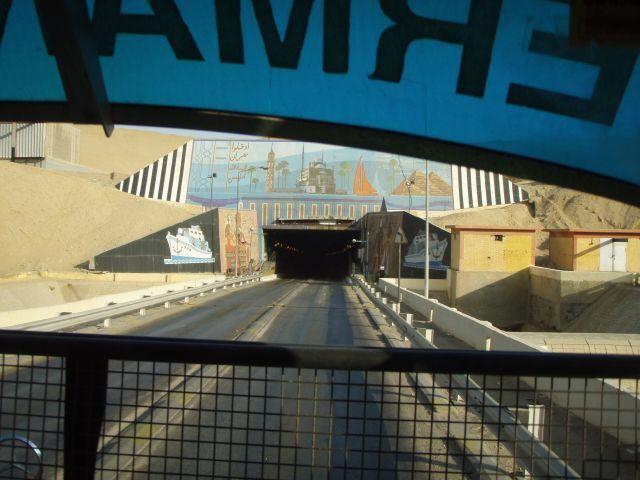 Einfahrt in den Suezkanal Tunnel