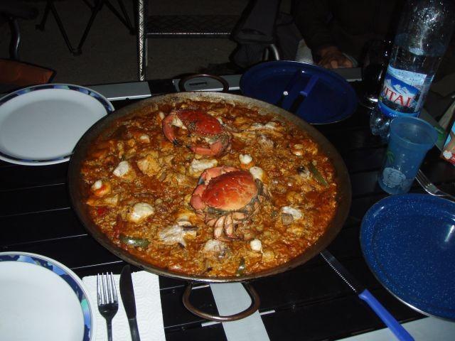 Paella mit frischgefangenen Krebsen
