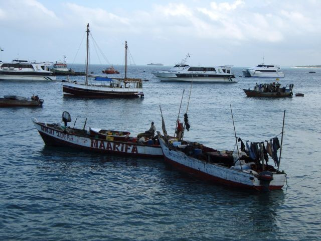 im Hafen von Sansibar
