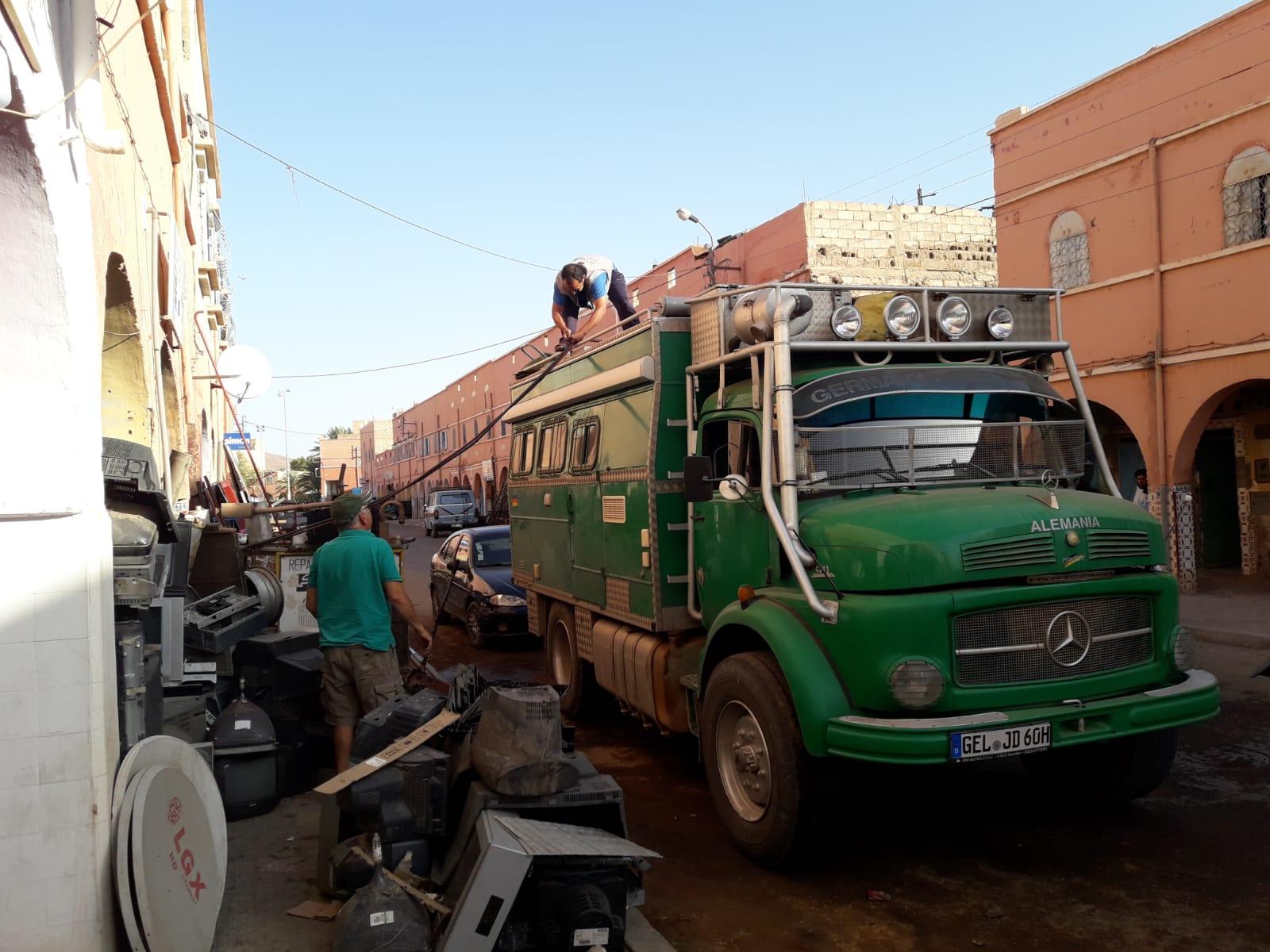 Reparaturen finden wie immer auf der Straße statt