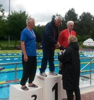 Siegerehrung 50m Brust: 1.Platz Gerd Weller