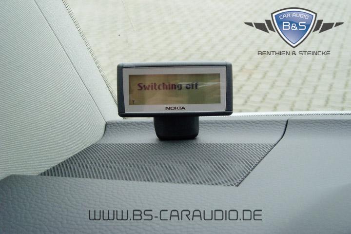 Ein weiteres Nokia-Display, das wir im Rahmen einer Freisprechanlage stehend auf dem Armaturenbrett eines VW T5 montiert haben.