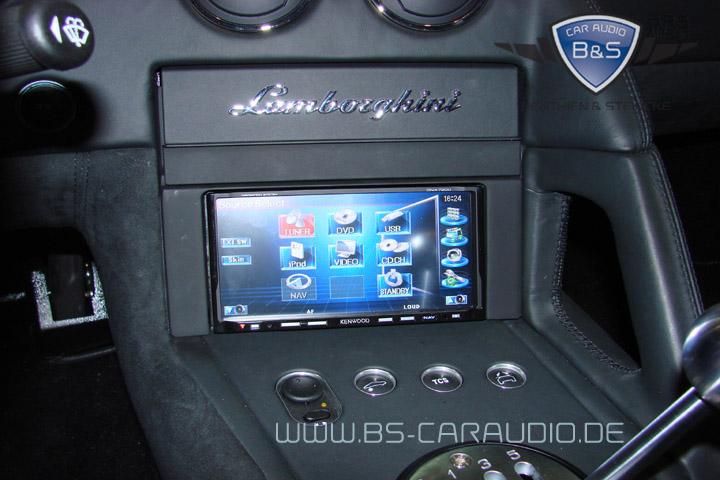 Auch (oder gerade) in wirklich schnellen Fahrzeugen nützlich: Dieses Navigations-Autoradio haben wir in einem Lamborghini Murcielago integriert.