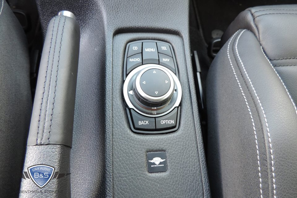 VW Scirocco DNX-525DAB und Soundsystem Radio