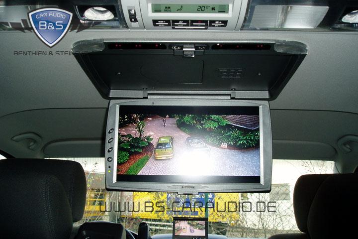 Ein Blick in einen weiteren VW T5. Hier ist ein besonders moderner und großformatiger Bildschirm zum Einsatz gekommen.