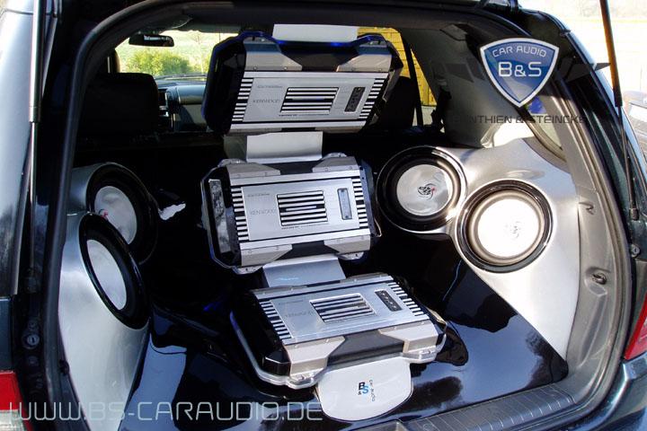 Mercedes ML, als von uns entwickelt und realisiertes Showcar für Kenwood, welches im Einsatz einer absoluten Dauerbelastung standhält.