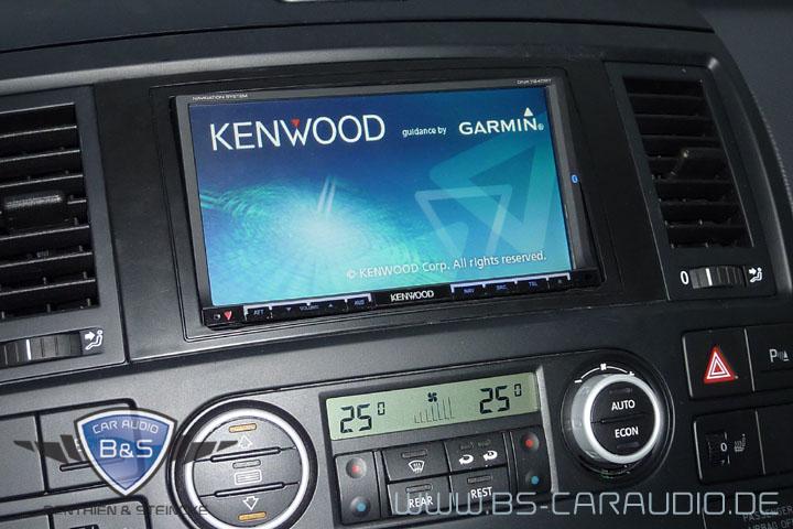 In diesem VW T5 Multivan haben wir eine Doppel-DIN-Navigations- und Multimediasystem von Kenwood integriert.