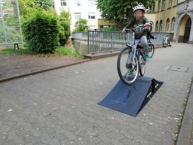 Stabile neue Skaterrampen für den Parcours des Kinderhilfezentrums